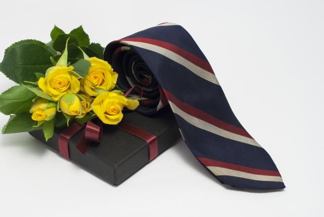 父の日のネクタイの選び方は?柄や色のおすすめもご紹介!