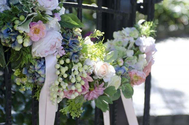 結婚式での靴のマナーはサンダルNG?ストッキングの色や小物のマナーもご紹介!