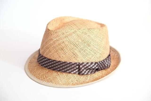 麦わら帽子の型崩れは直す事が出来る?変形の直し方やペーパー素材の場合は?