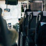 高速バスには何歳から乗れる?子供を膝の上に載せるのはOK?