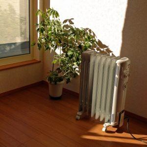 デロンギオイルヒーターの電気代が高すぎて吐きそう!エアコンと比較してみた。